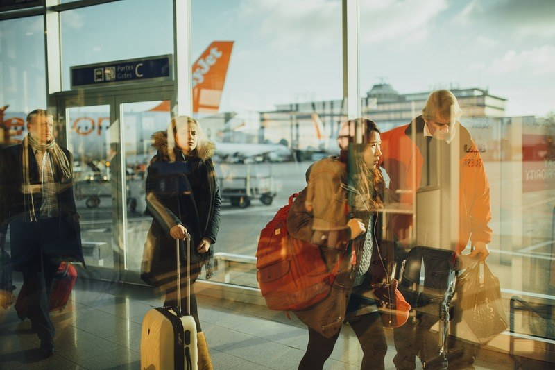 tourists-airport-travel
