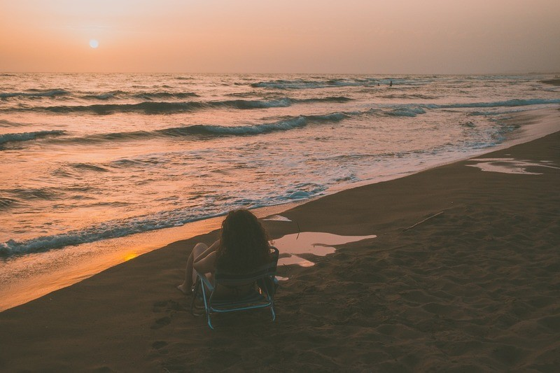 girl-sunset-island
