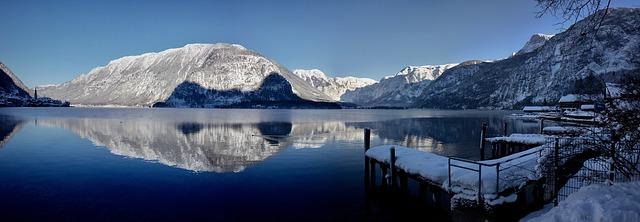 winter-views-of-hallstatt-lake