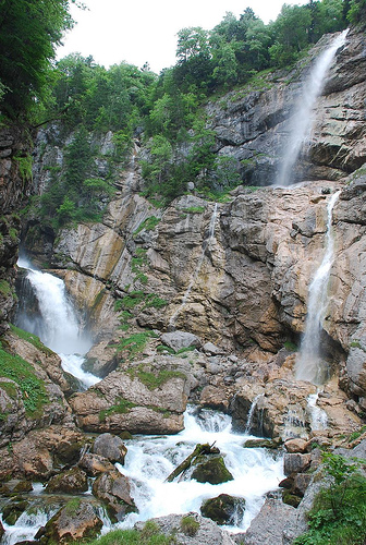 hiking-trails-with-waterfall-in-austria
