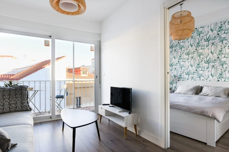 Airbnb Madrid apartment living room for solo travelers